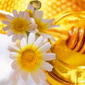 Colirio natural de miel para ojos irritados